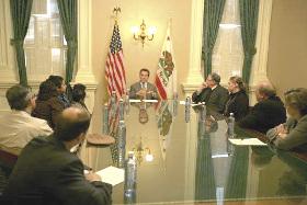 <!--:es-->Gov. Schwarzenegger at Health Care Roundtable<!--:-->