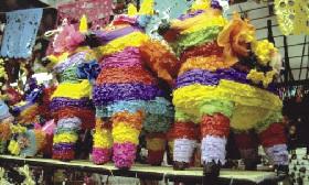 <!--:es-->Tradición mexicana de piñatas navideñas ha trascendido fronteras<!--:-->