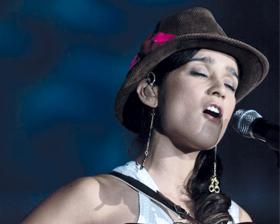 <!--:es-->Julieta Venegas brilla  en su único concierto en Madrid<!--:-->