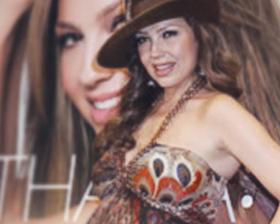 <!--:es-->Lanza Thalía libro de belleza en NY y luce su pancita<!--:-->