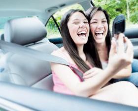 <!--:es-->Si eres menor, no manejes con tu celular Ley prohíbe usar aparatos electrónicos<!--:-->