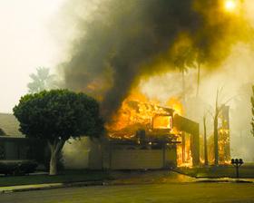 <!--:es-->Incendios Cruzaron la Frontera Carretera se vio Afectada por las Llamas<!--:-->
