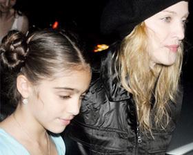 <!--:es-->Ofrecen papel de Harry Potter a hija de Madonna<!--:-->