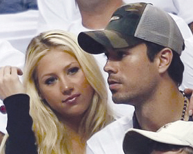 <!--:es-->Crecen rumores de próximaboda  entre Enrique Iglesias y Kournikova<!--:-->