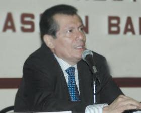 """<!--:es-->Presenta Víctor Hugo Rascón Banda  su libro """"Mujeres en el umbral""""<!--:-->"""