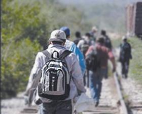"""<!--:es-->""""Coyotes"""" disputan  500 mil inmigrantes<!--:-->"""