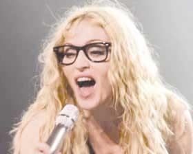 <!--:es-->Sorprende Madonna con `look nerd´<!--:-->
