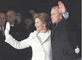 <!--:es-->Bush Jura Como Presidente de EE.UU. en Medio de Seguridad Sin Precedentes<!--:-->