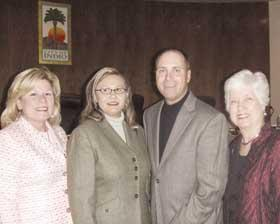 <!--:es-->Glenn Miller takes his place as new Indio Council Member  Lupe Watson, Cynthia Hernandez and Sharron Ellis also sworn in<!--:-->