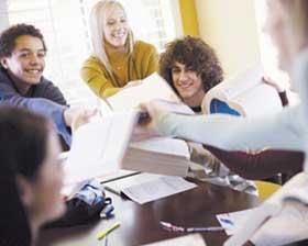 <!--:es-->La Crisis Económica Ofrece  una Buena Oportunidad  de Continuar Estudiando<!--:-->