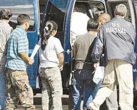 <!--:es-->Denuncian Reinicio de Redadas Contra Indocumentados en EE.UU.<!--:-->