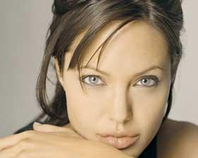 <!--:es-->Angelina Jolie, ¿embarazada otra vez?<!--:-->