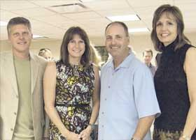 <!--:es-->Congresswoman Mary Bono Mack Gathers with Supporters<!--:-->