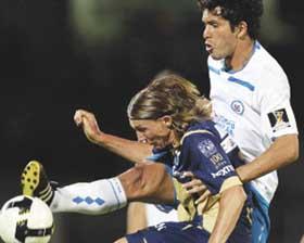 <!--:es-->Frena racha de  derrotas en CU  Pumas 1-0 al Cruz Azul en Concachampions<!--:-->