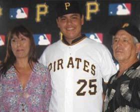 <!--:es-->Luis Heredia, de 16 años, ya firmó y es oficialmente integrante de los Pirates<!--:-->