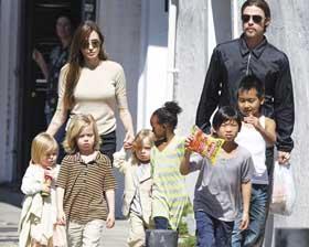 <!--:es-->Angelina Jolie está  embarazada de gemelos<!--:-->