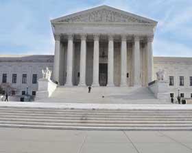 <!--:es-->Corte Suprema dictamina que declaración falsa de Impuestos es motivo de Deportación<!--:-->