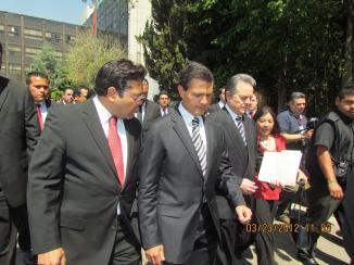 <!--:es-->Peña Nieto abraza Educación para  la Paz en México; el PAN la desahucia<!--:-->