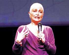 """<!--:es-->Daniela Romo sobre el cáncer: """"No es cuestión de suerte es cuestión de muerte""""<!--:-->"""