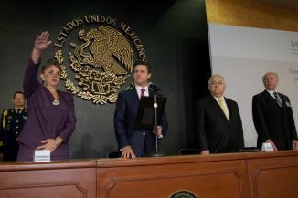 <!--:es-->EPN: Anuncia clusters tecnológicos para frenar la fuga de cerebros en México en el IPN.<!--:-->