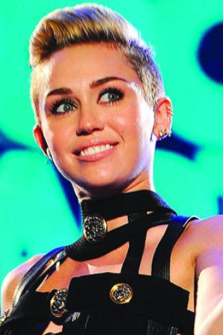 <!--:es-->Cyrus bate récords con Wrecking Ball<!--:-->