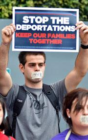 <!--:es-->Obama Rechaza Suspender  Deportación de Indocumentados<!--:-->
