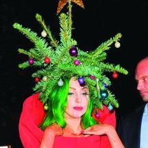 <!--:es-->Lady Gaga  lleva Puesto su  'Arbolito Navideño'<!--:-->