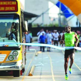 <!--:es-->Usain Bolt Venció a un Autobús en Argentina<!--:-->