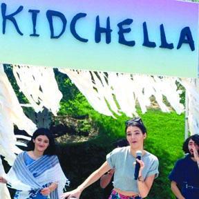 <!--:es-->La Fiesta de Cumpleaños  de North West fue como  Coachella: Kidchella<!--:-->