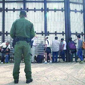 <!--:es-->Una tercera parte de los Mexicanos emigraría a EE.UU., según estudio<!--:-->