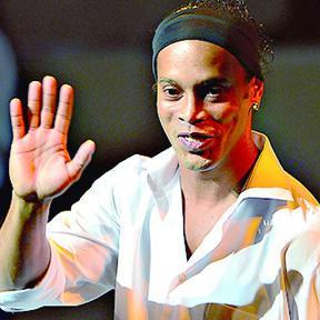 """<!--:es-->Los boletos se agotaron en """"La Corregidora"""" por ver a Ronaldinho<!--:-->"""