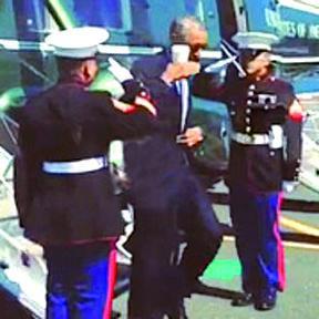 <!--:es-->Obama genera polémica por saludar a un 'Marine' con un café en la mano<!--:-->