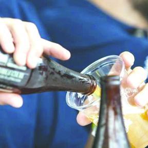 <!--:es-->Jóvenes comienzan a beber alcohol a los 12 años; crece consumo de otras drogas<!--:-->