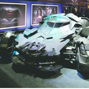 <!--:es-->Presentan oficialmente al Batimóvil de Ben Affleck<!--:-->