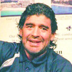 <!--:es-->Diego Armando Maradona buscará presidencia de la FIFA<!--:-->
