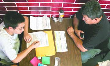 <!--:es-->USCIS suspende DACA  a soñadores que recibieron tarjetas por error<!--:-->