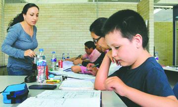 <!--:es-->Un niño mexicano de 9 años se convierte en el universitario más joven de la UNAM<!--:-->