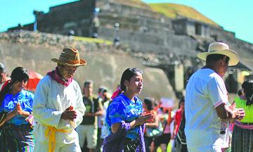"""<!--:es-->""""Nosotros existimos"""": Pese a caer en el olvido, los mayas se resisten a desaparecer<!--:-->"""
