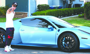 <!--:es-->Justin estrena un Ferrari de 1,4 millones de dólares<!--:-->