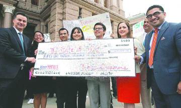 <!--:es-->California otorgará un préstamo especial a Dreamers Universitarios<!--:-->