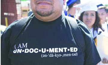 """<!--:es-->Las """"trampas"""" de los  permisos de viaje para los indocumentados de EEUU<!--:-->"""