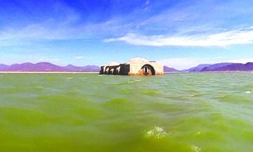 <!--:es-->La sequía hace resurgir un templo del siglo XVI de una presa del sur de México<!--:-->