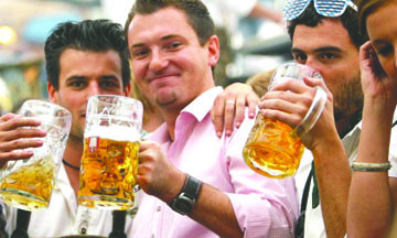 <!--:es-->Una compañía de cerveza está buscando personas para viajar y beber cerveza todo el verano<!--:-->