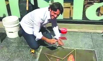 <!--:es-->Eugenio Derbez ayuda a poner su estrella en Hollywood<!--:-->