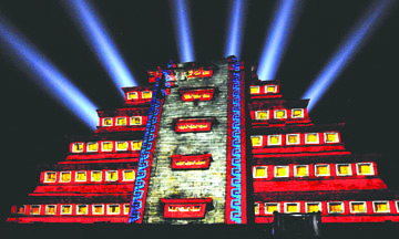 <!--:es-->Teotihuacán no necesita de shows de luz y sonido que sólo venden fantasía: activistas<!--:-->