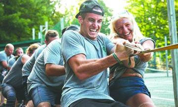 El creciente negocio de los campamentos de verano para adultos
