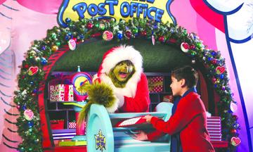 """Universal Studios Hollywood trae la alegría de la Temporada Navideña Junto con """"Grinchmas"""""""