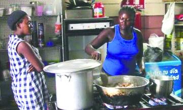 Migrantes africanos se integran a actividades en Mexicali, mientras solicitan asilo a EU