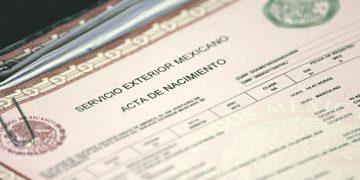 LOS ANGELES, CA- 052713- Juan Carlos Mendoza, consul ascrito, firma actas de nacimiento expedidas en el consulado mexicano en Los Angeles. Photo by J. Emilio Flores/La Opinion