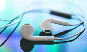 Cómo los audífonos de tus dispositivos pueden convertirse en micrófonos para espiarte
